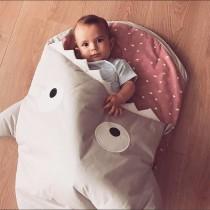 【西班牙製】鯊魚咬一口BabyBites純棉嬰幼兒多功能睡袋-卡其灰粉